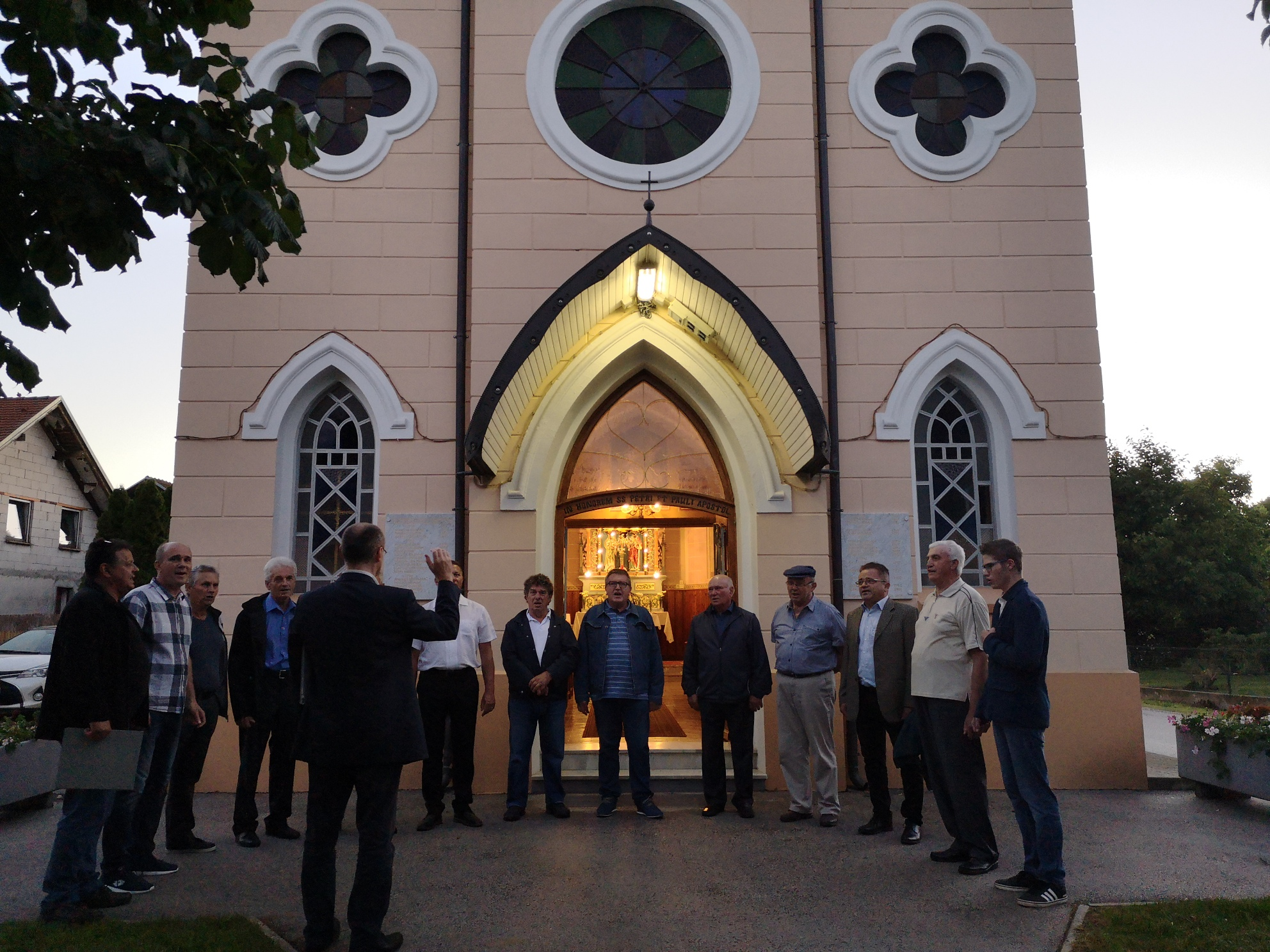MoPZ Lipovci na 1. Petrov večer pred lipovsko kapelo